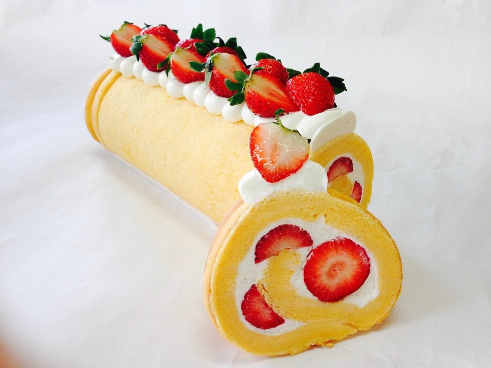 02_いちごロールケーキ